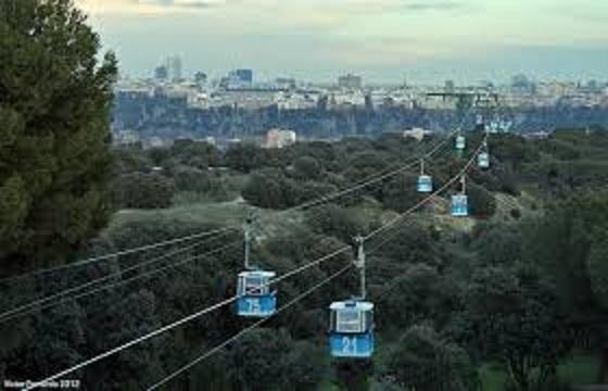 Teleférico sobre la Casa de Campo de Madrid