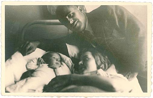 Bermúdez Cañete junto a su esposa y su hijo, recién nacido