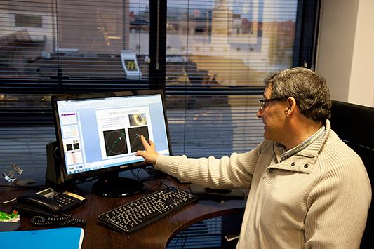 Belló en el ordenador - Foto: Corina Arranz