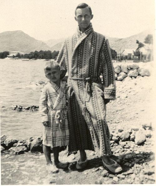 Imagen de Ernst Jünger con su hijo en Mallorca en 1931
