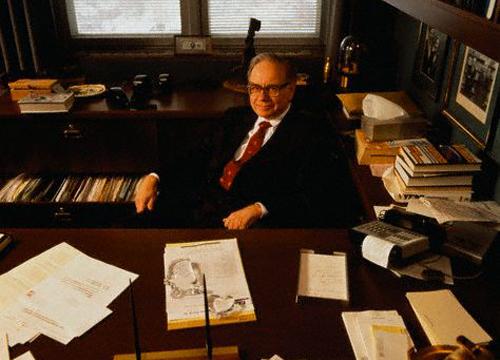 Imagen de Warren Buffet posando en su despacho. Enero de 1991. Corbis