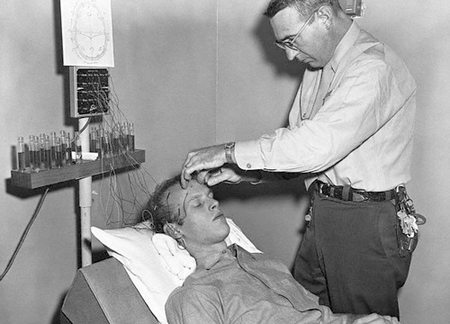 Lobotomía a un preso en Vacaville, California, 1961
