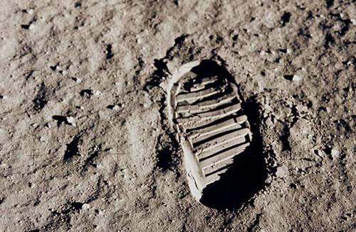 La primera huella del hombre en la Luna