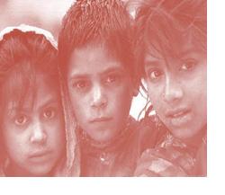 Primer plano de 3 rostros infantiles