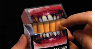 Paquete de tabaco con fotografía para concienciar
