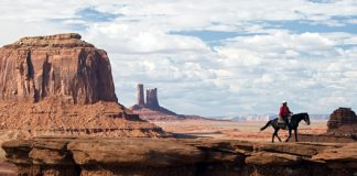 Nature_Mountains_Cowboy_in_the_Arizona_desert_017068_620.jpg