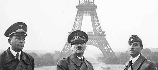 Adolf_Hitler_in_Paris_1940_540.jpg