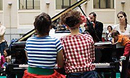 en_familia_pia_pia_piano_th_0.jpg