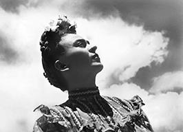 Frida-en-Coyoacan-Mexico-1943-®Fundacion-Leo-Matiz.jpg